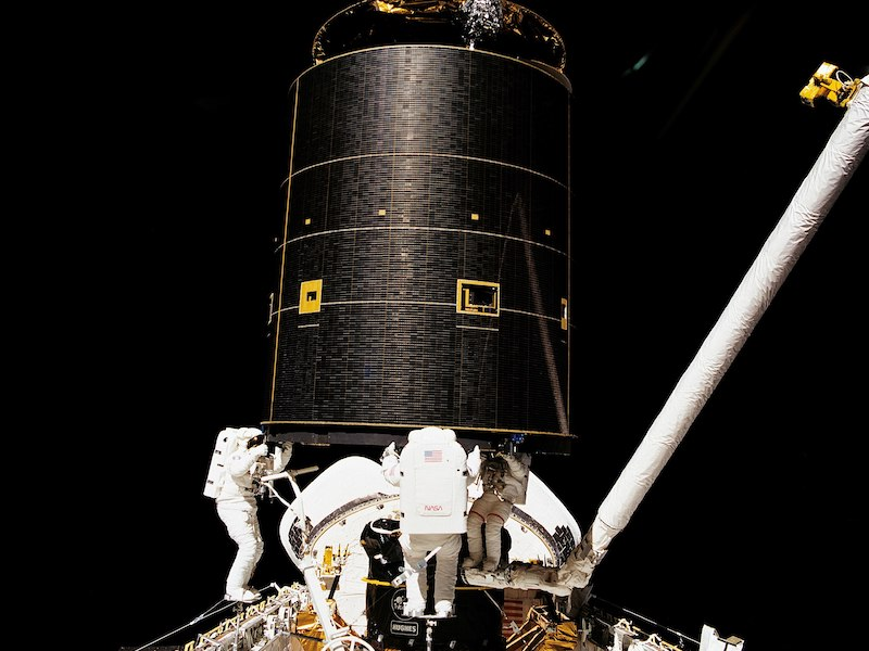 STS-49 spacewalks