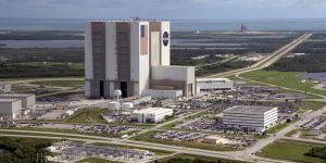 Het Kennedy Space Center in Florida met de impressionante VAB montagehal