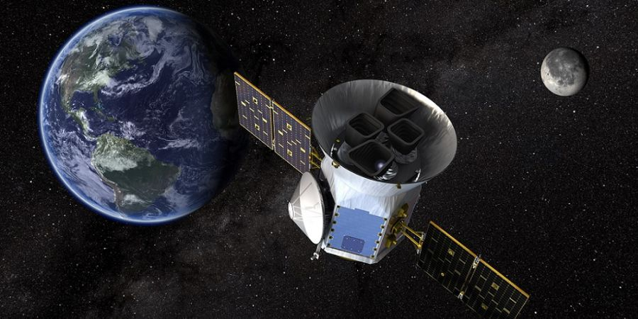 Artistieke impressie van de Transiting Exoplanet Survey Satellite (TESS) in de ruimte.